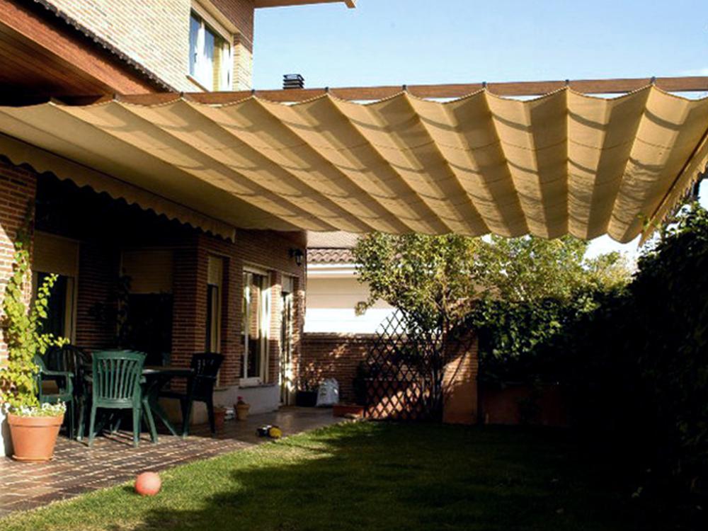 Techos retráctiles en forma de toldo parrillero o plegable para cubrir el jardín